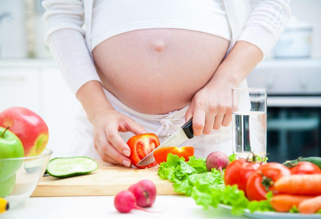 Mỗi ngày bà bầu cần bổ sung khoảng 70g protein cho cơ thể