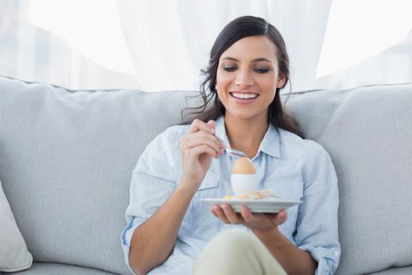 Bà bầu khi ăn trứng gà cần lưu ý những vần đề gì? 2